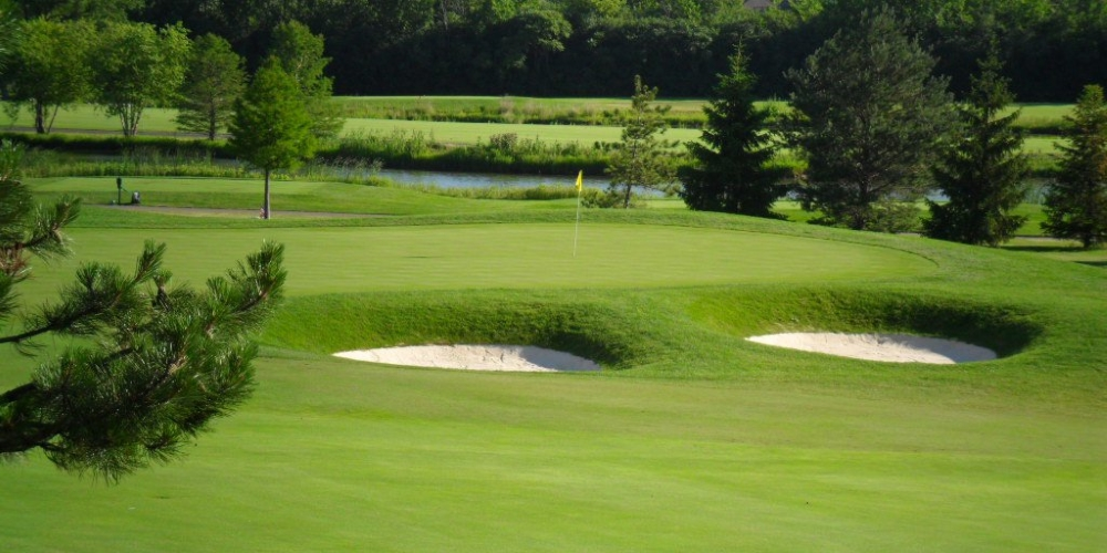 Arrowhead Golf Club in Wheaton, IL Offering a Resident for a Day Promotion